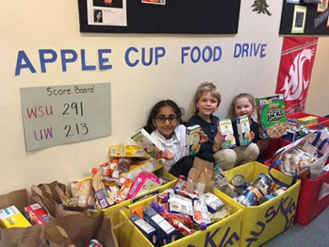 Bothell students collecting food