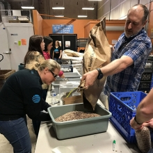 AT&T Employees Give Back at Hopelink in Kirkland